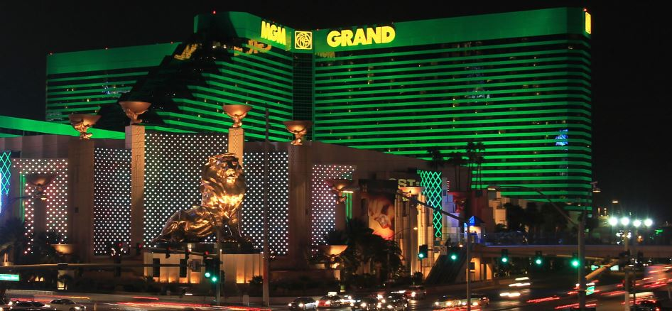 Mgm Grand Spa The Dumbell Man